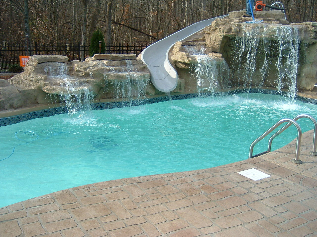 There are multiple root elements line 1552 position 2 for Used fiberglass swimming pools for sale